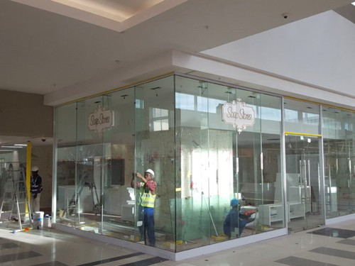 Frameless Shopfronts