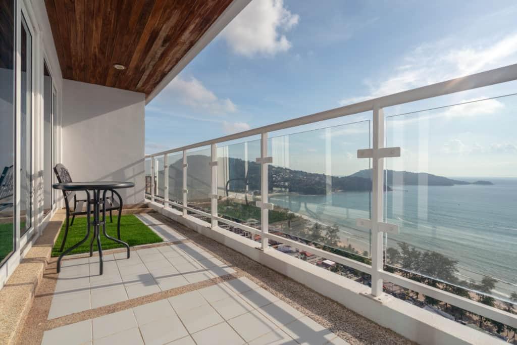 Aluminium-balustrades-are-practical-and-contemporary