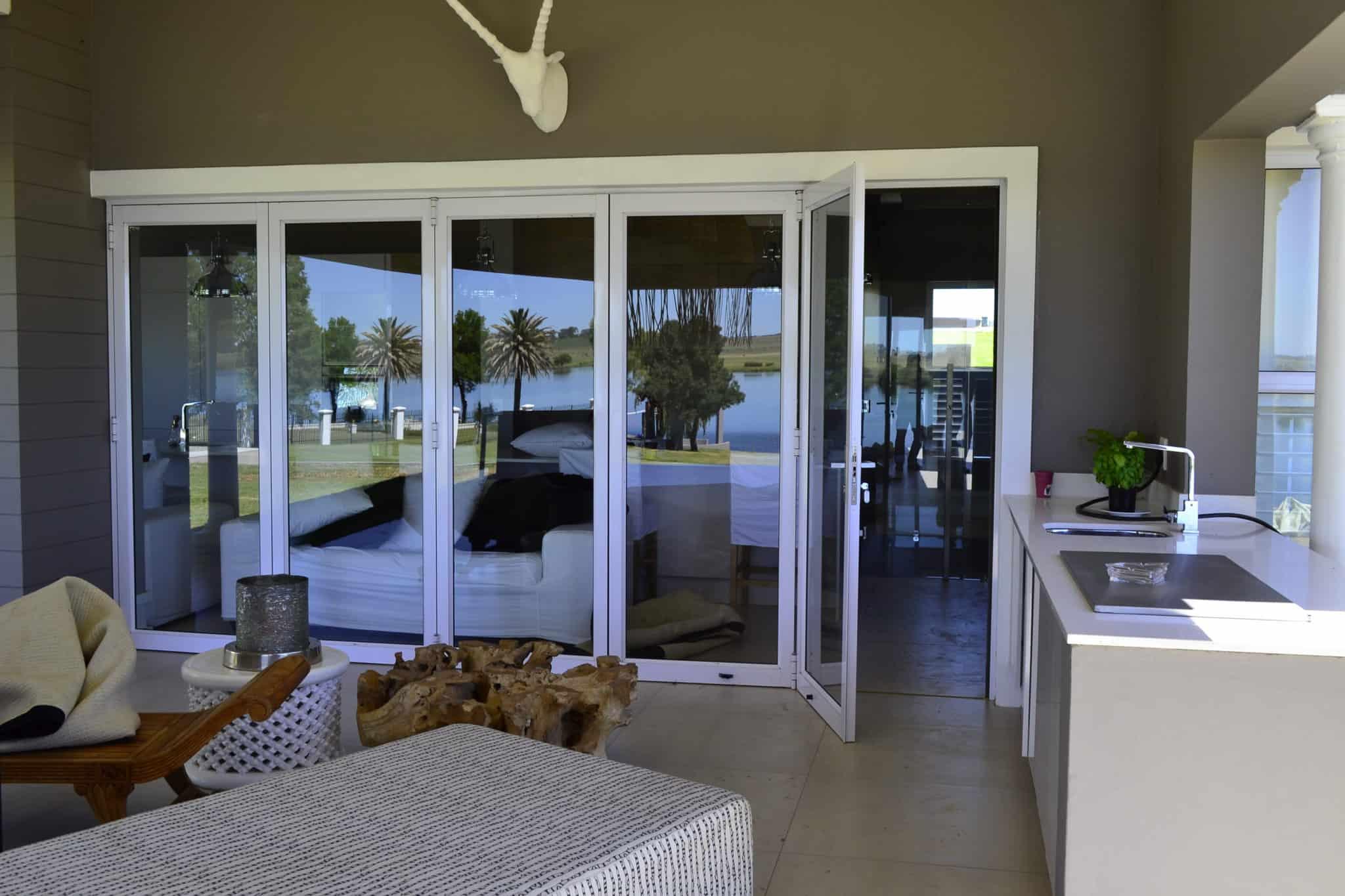 aluminium_sliding_folding_doors