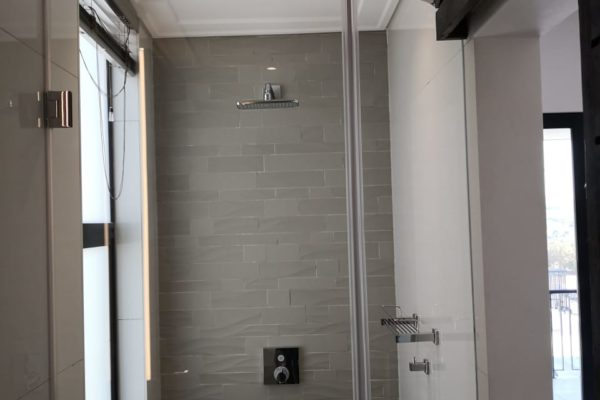 Frameless Shower Door 04